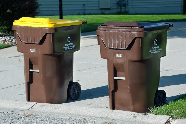 What's the only difference between the two carts? The YELLOW lid, which identifies it as the cart for RECYCLING.
